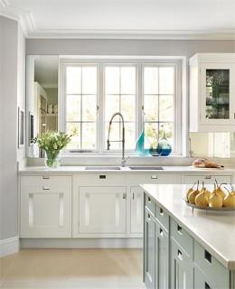 кухонные гарнитуры фото с окном