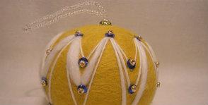 Шерстяной ёлочный шар