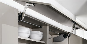 Фурнитура для кухни: доводчики и петли