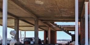 Шаг 7. Устройство колонн первого этажа