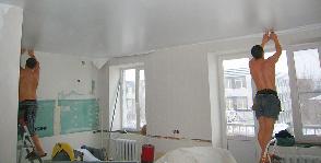 Шаг 18. Монтируем натяжной потолок
