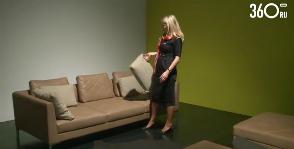 Шанель на диване