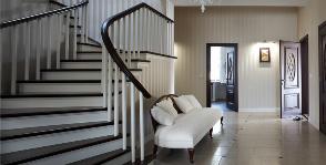 Как сделать лестницу в доме красивой и удобной: 10 советов