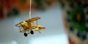 Олдсмобили и самолеты в интерьере