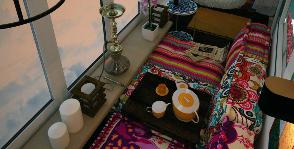 Как заполнить лоджию диваном: идея для узких пространств