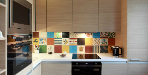 Маленькая кухня в панельном доме: уроки волшебства
