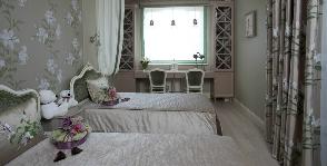 Как обустроить маленькую спальню для девочек-погодок
