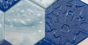 «Декор Буржуа» украшает стены стеклом