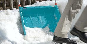 GARDENA расчищает дороги от снега
