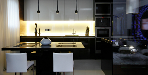 Кухня со стеклянной панелью: студия Geometrix Design