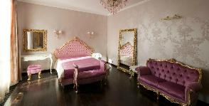 Кукольная спальня в розовых тонах: дизайнер Олег Бахметьев