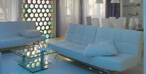 Разноцветное освещение в интерьере гостиной: дизайнер Сергей Мансуров
