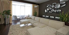 Гостиная с камином в квартире: дизайнер Денис Соколов