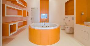 <strong>8</strong> примеров ванных комнат в оранжевом цвете